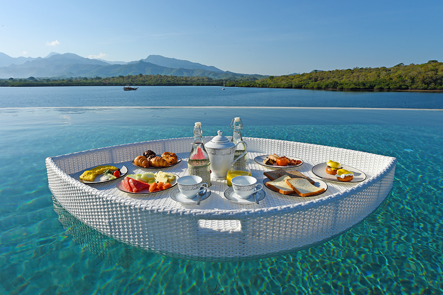 Breakfast in the Pool