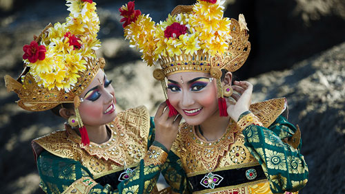 Indonesische Tänzerinnen in traditioneller Tracht